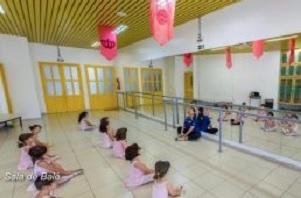 Salão polivalente para prática de dança, teatro e judô